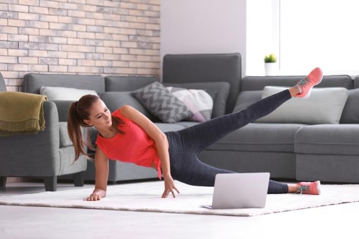 programme sport femme à trouver gratuitement en ligne, suivre cours de sport pour faire du sport gratuit à la maison