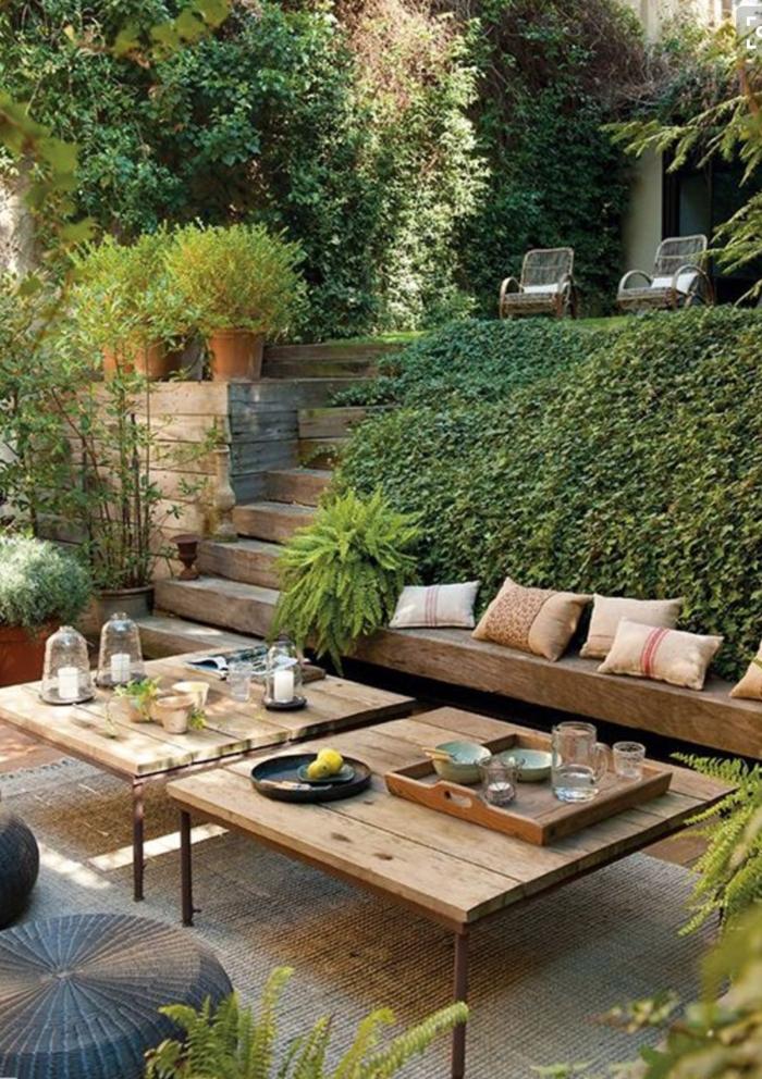 Terrasse en bois, coussins décoratives idee amenagement jardin, belle deco terrasse pergola coin