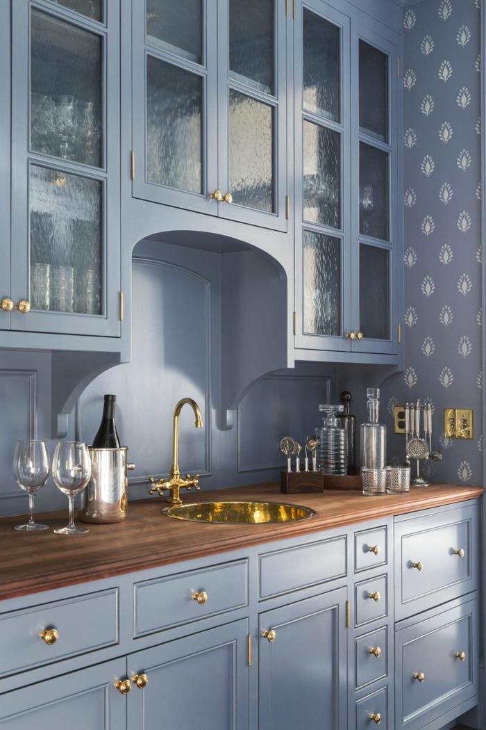 Bleu claire cuisine bleu marine, idee cuisine inspiration décoration simple lavabo doré