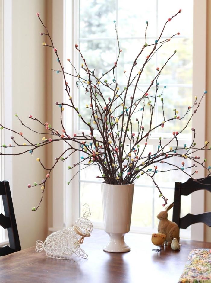 comment faire une decoration paques facile pour table, modèle centre de table pour Pâques original avec branches