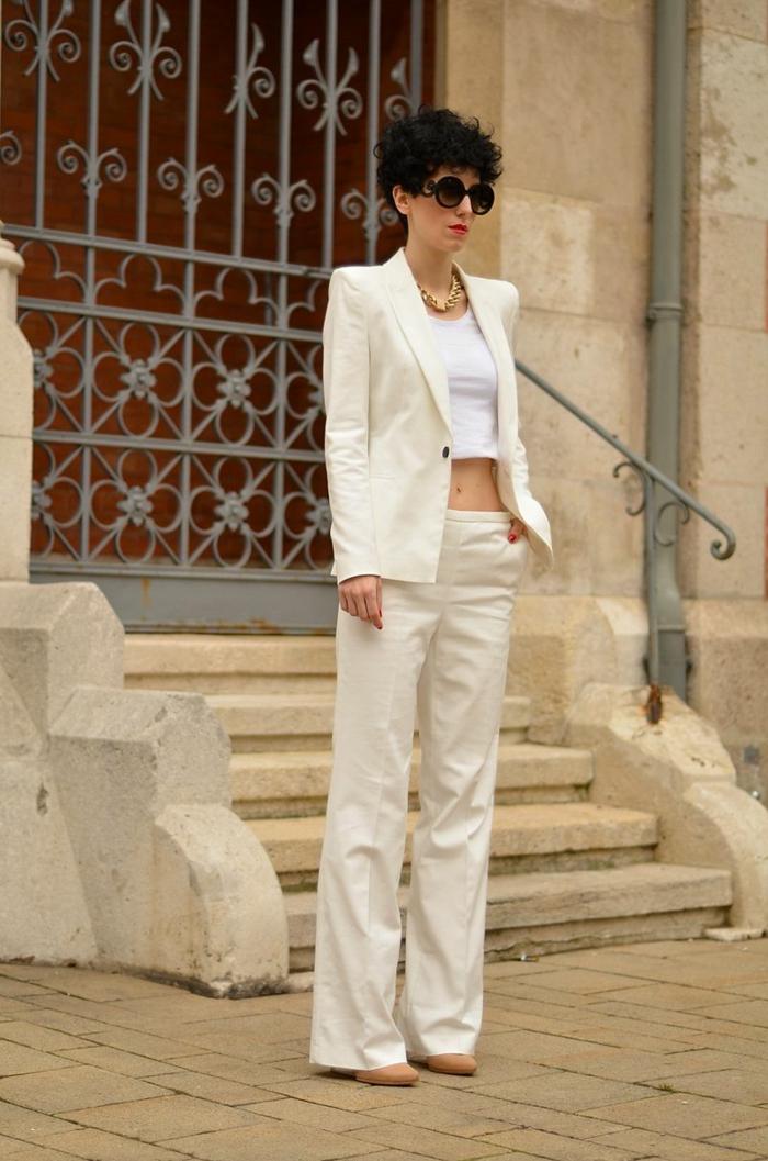 Lunettes de soleil rondes, ensemble tailleur femme pour mariage, tenue tout blanc inspiration
