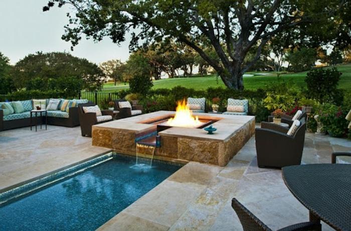 Familiale jardin avec piscine, amenagement grande terrasse et piscine, décoration jardin extérieur coloré