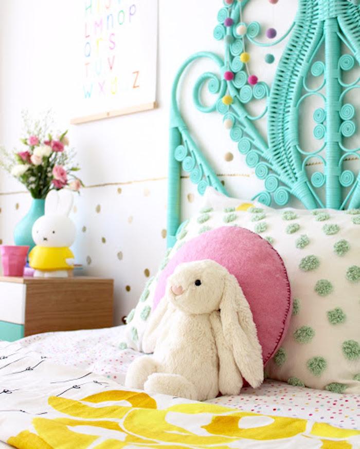 Chambre enfant cadeau lapin en peluche cadeau de pâques originale idée décoration de paques à fabriquer et offrir