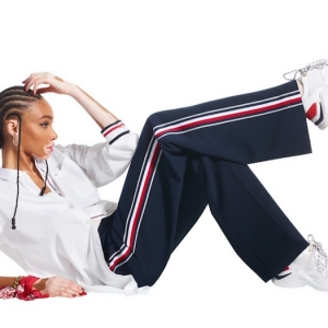 Tommy Hilfiger annonce le printemps avec la collection Icons
