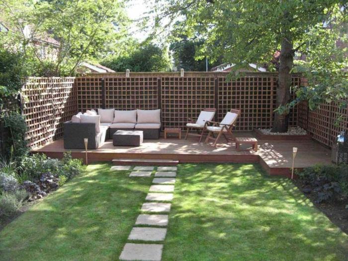 Planchers en bois, canapé en angle, aménager un petit jardin, idees terrasses exterieures joli déco