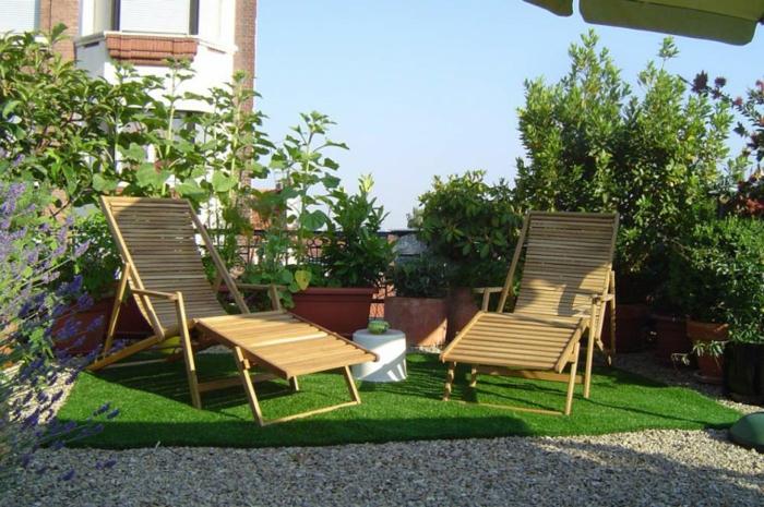 Chaises longues bois, aménagement terrasse de jardin, inspiration terrasse moderne