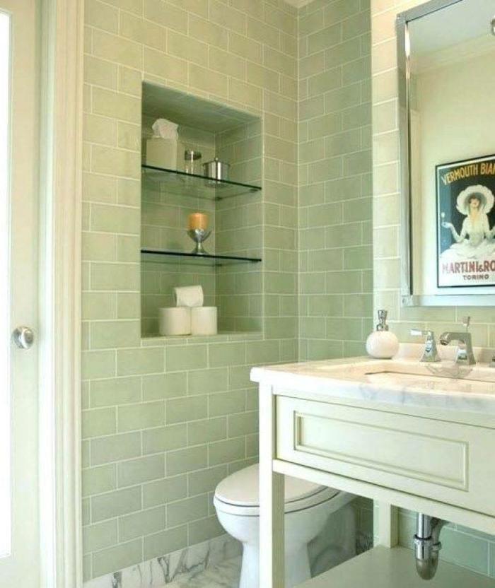 Vert pale et marbre blanc salle de bain zen, comment créer de l'ambiance dans la salle de bains