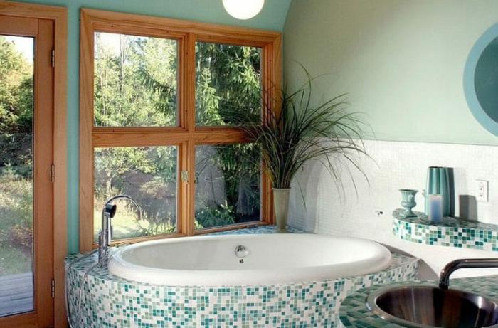 Vue de foret maison de campagne aménagement petite salle de bain, image salle de bains vert avec baignoire confortable