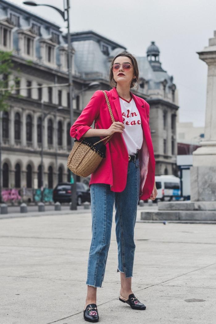 look casual smart en veste blazer femme de couleur tendance rose combinée avec jeans taille haute et chaussures noires