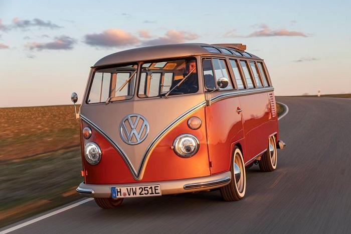 Volksagen et eClassics ont dévoilé e-Bulli, un nouveau combi t1 samba électrique
