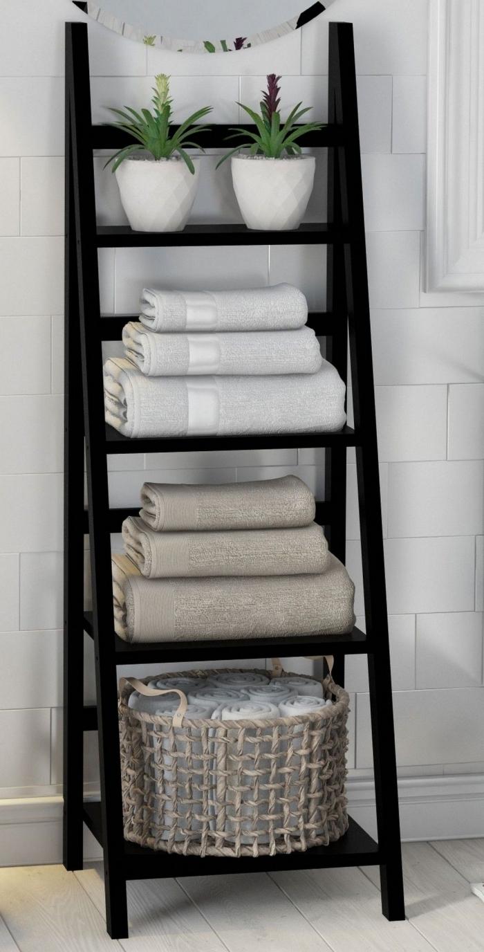 comment ranger ses serviettes de bain sur une échelle récup, idée astuce rangement pour la décoration d'une petite salle de bain