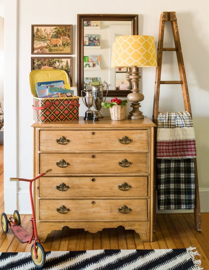 deco a faire soi même avec matériaux de récup, exemple comment bien décorer son couloirs avec objets recyclés en bois