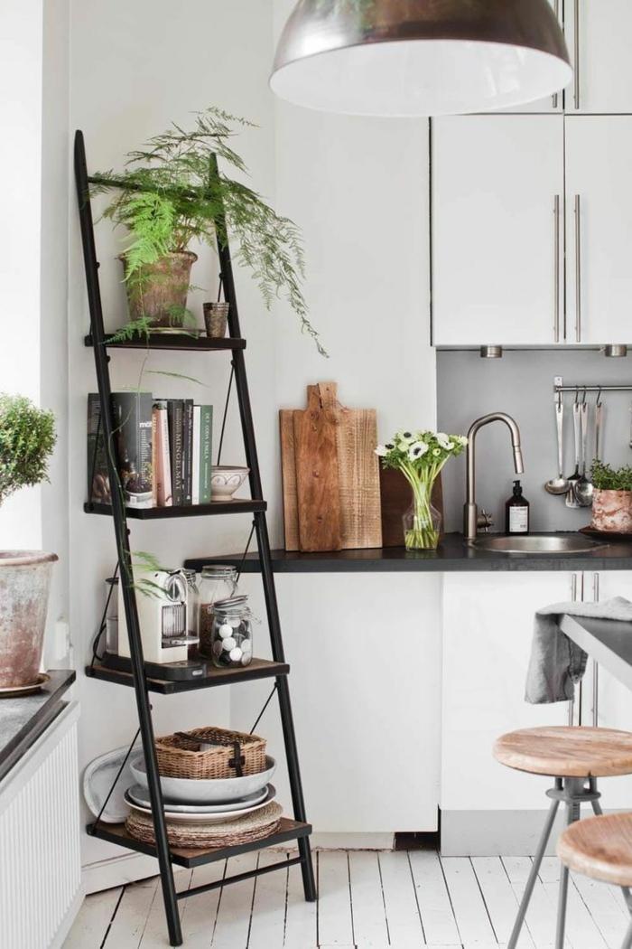 Echelle de rangement dans la cuisine, decoration interieur appartement, aménagement petit appartement 40m2,