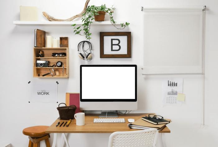design petit coin de travail chez soi avec meubles en bois et plantes d'appartement vertes, décoration espace limité pour home office
