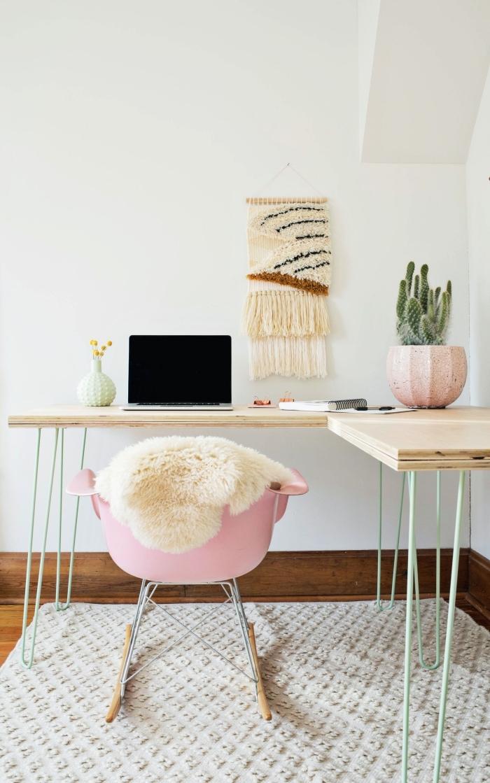 exemple comment décorer un coin de travail féminin avec meubles en bois et accessoires bohème, les plus belles plantes d'intérieur