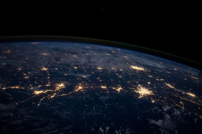 jolie fond d écran pour customiser son desktop, idée image pour pc original avec photo de la terre depuis l'espace