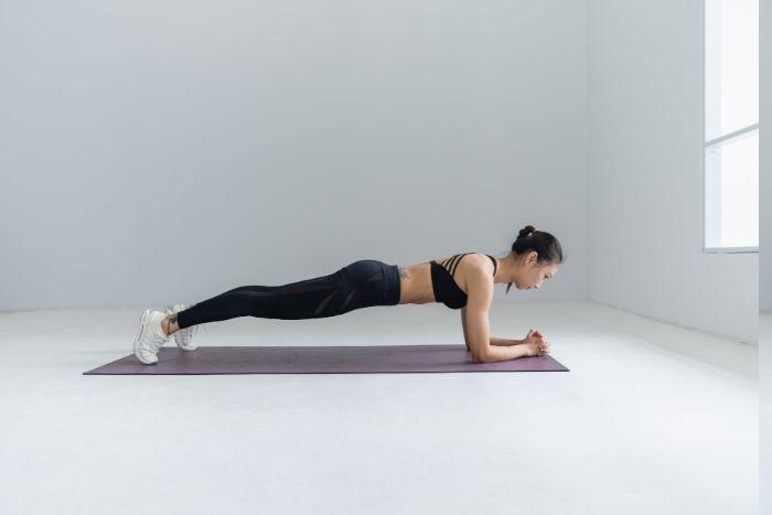 exercice de ginage, que'est-ce que c'est, quel bienfaits, idee pour faire du sport chez soi et comment perdre du ventre rapidement