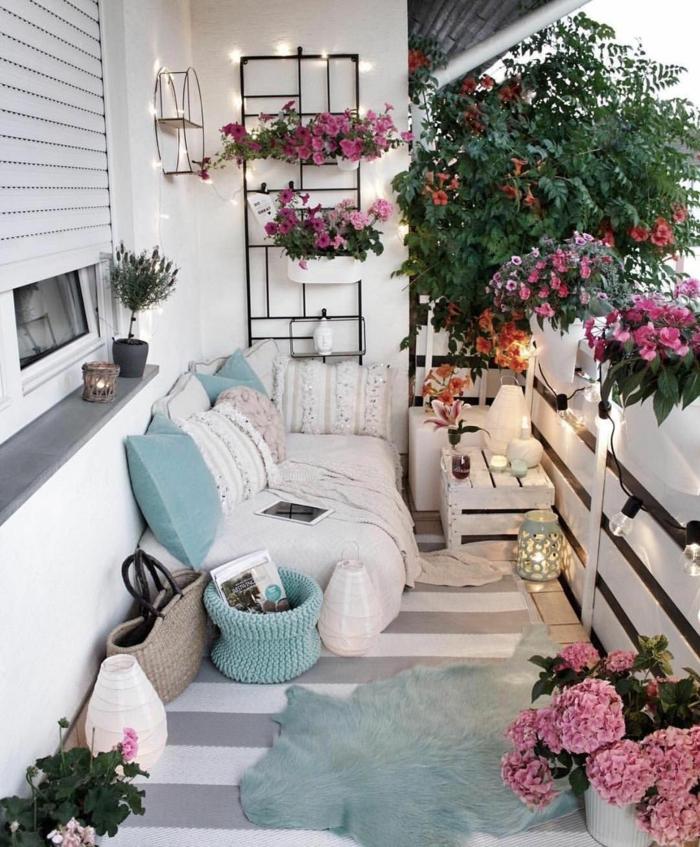 Balcon deco appartement exterieur amenagement fleurie, comment décorer un studio style hippie chic