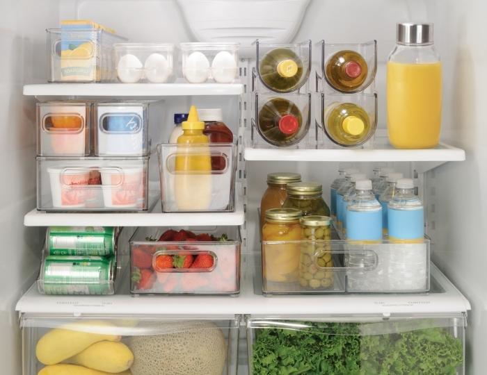 astuce rangement cuisine facile, exemple comment ranger ses produits alimentaires dans boîtes en plastiques pour gain place
