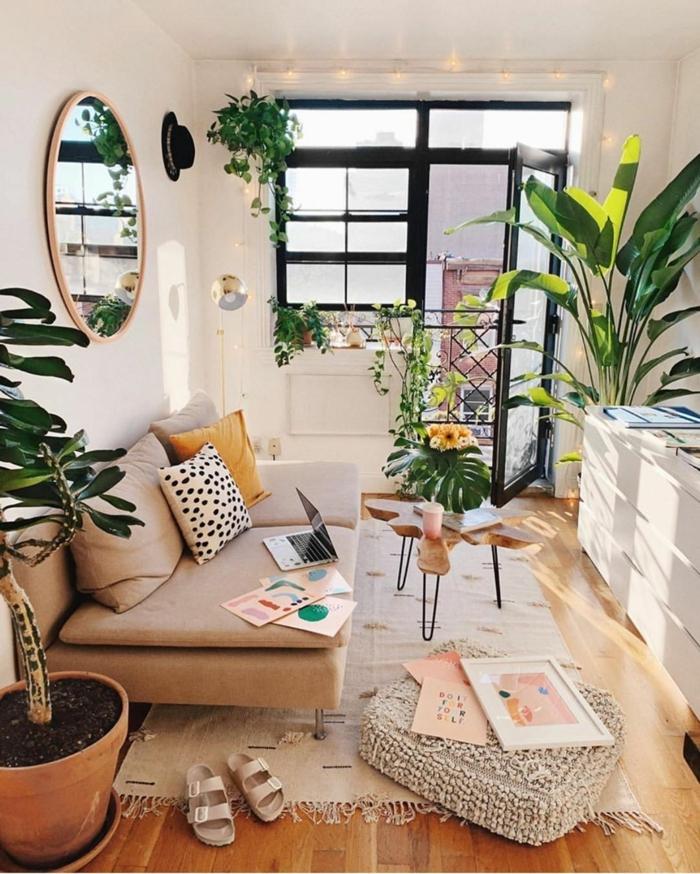 Espace hippie chic déco, rond miroir, plantes vertes, aménagement studio 20m2, aménagement studio boheme chic deco