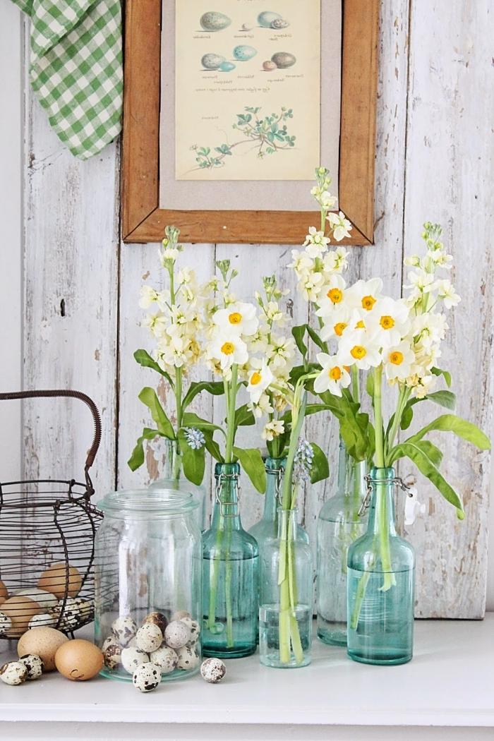 comment rafraîchir son intérieur avec deco recup, utiliser des vieux contenants en verre comme vases pour ses fleurs de printemps