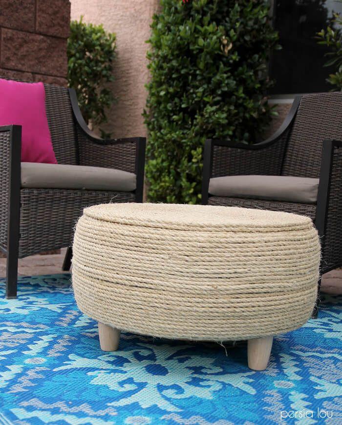 idee pour faire uen table basse de jardin en pneu recyclé, idee recyclage pneu facile avec decoration de corde et peids bois