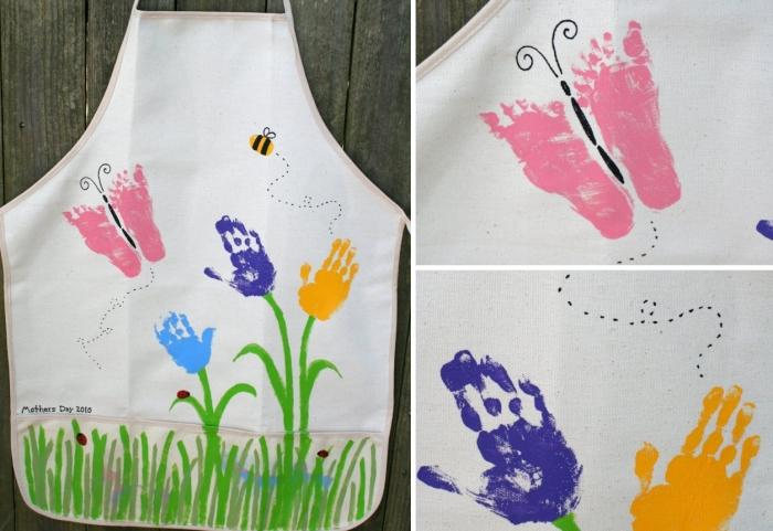 idée comment customiser un tablier de cuisine blanche avec peinture en forme de fleurs et papillon avec empreinte de pied