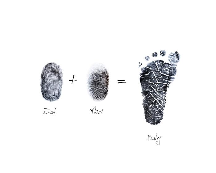 art mural avec empreinte bébé et ses parents, idée pour faire un joli tableau blanc avec empreinte de pied et de doigts famille