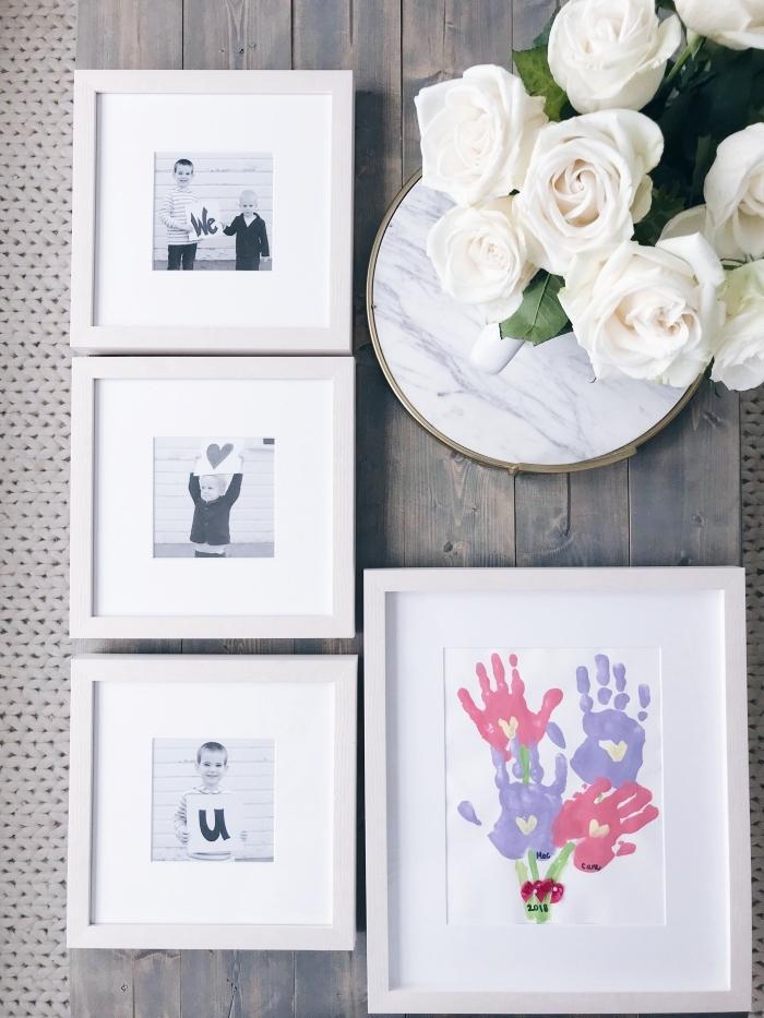 exemple de cadeau fête des mères à fabriquer facilement avec peinture enfant avec empreintes de couleurs rouge et violet