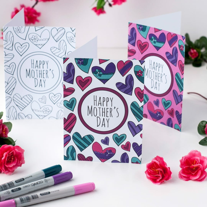 Carte dessinée avec coeurs colorés, dessin pour maman, simple coloriage fête des mères pour les plus petits