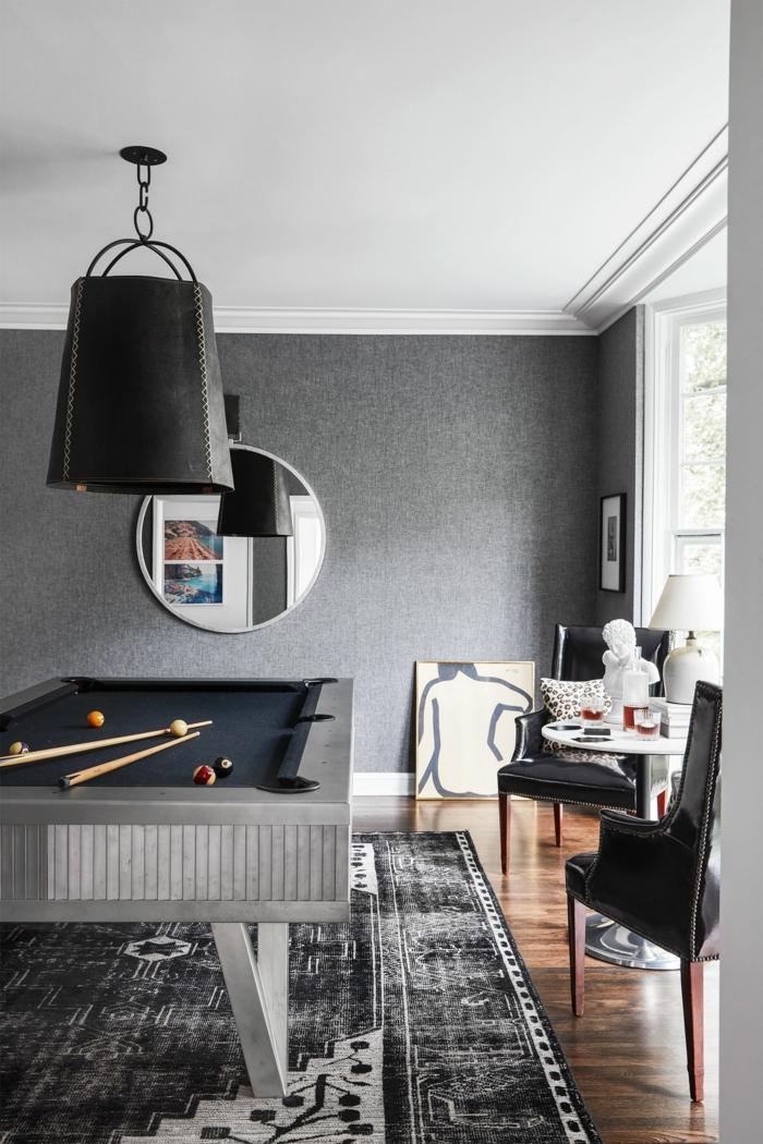 Gris mur, table de billard, coin de jeux aménagement studio 25m2, déco de petit appartement se sentir bien