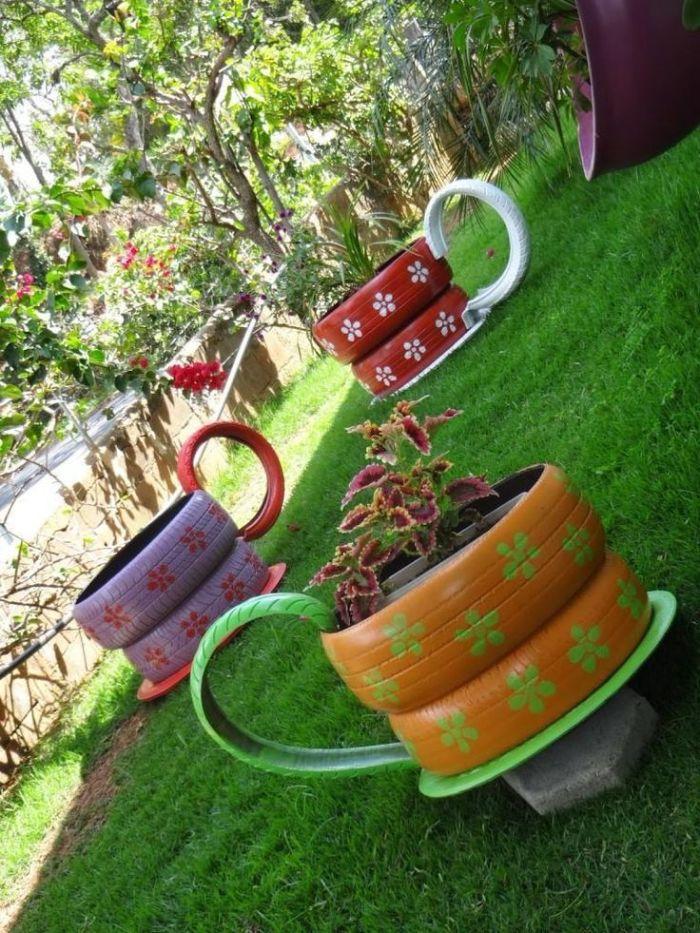 bac à fleur diy fabriqué dans pneus recyclés, idee pour objets détournés et transforés pour la deco jardin originale