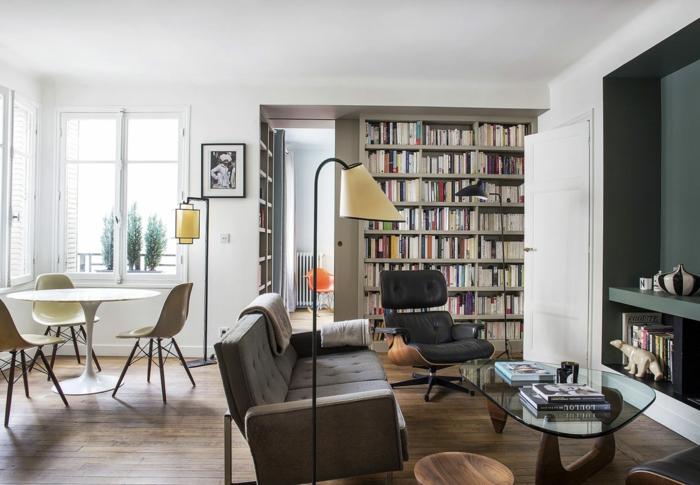 Table ronde avec trois chaises table a manger, aménagement appartement, aménagement studio 25m2 cocooning