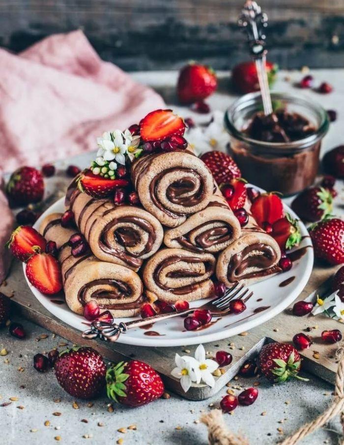 recette pour crêpes sans gluten sucrées avec chocolat et fraise, dessert light facile et original