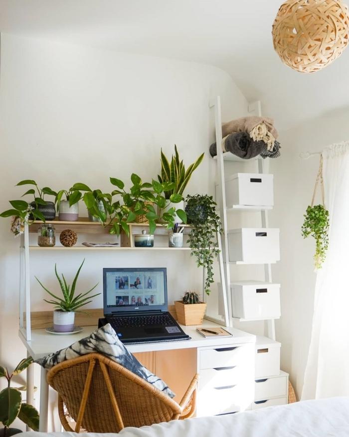 exemple comment faire un coin de bureau dans sa chambre, design home office avec meubles blancs et plante pour chambre