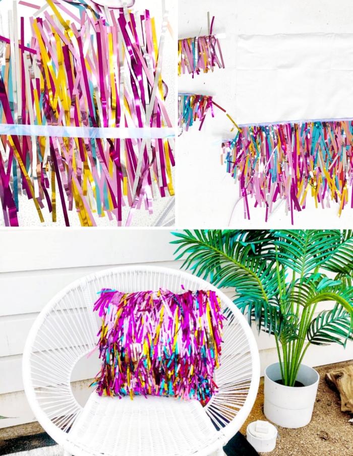 loisir créatif adulte pour rafraîchir sa maison au printemps, modèle de coussin multicolore fait avec rideaux de franges métalliques
