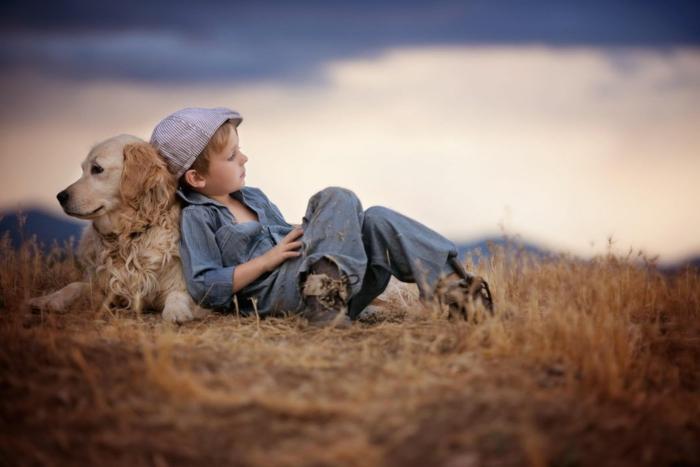 Enfant et son chien pelouse fond d'écran nature, les plus beau fond d'écran image cosy