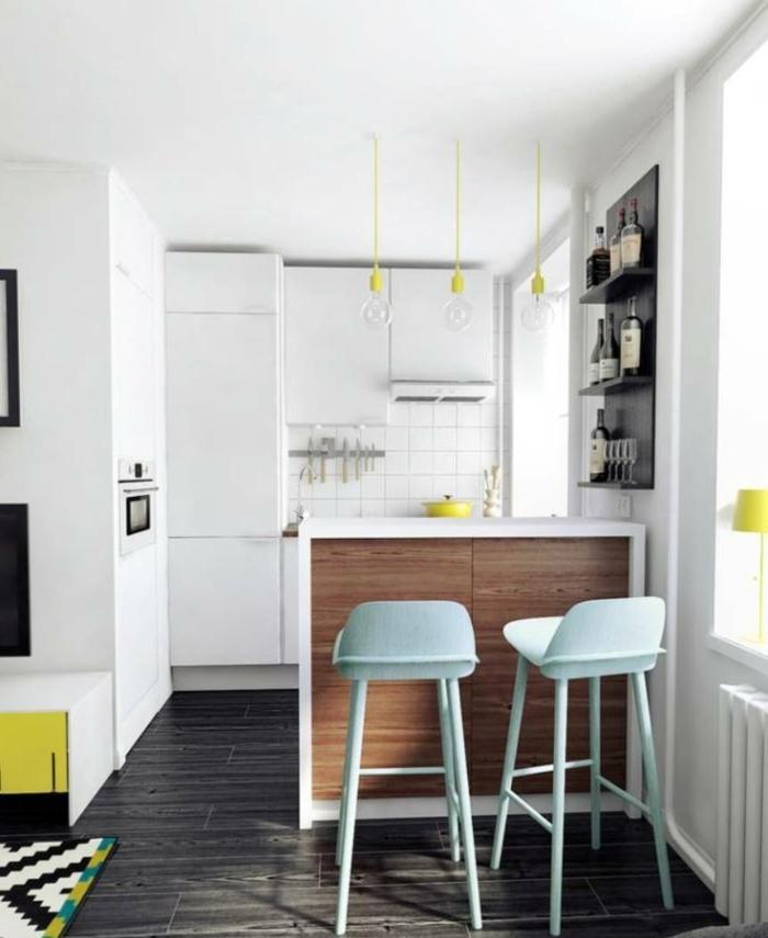 Chaises hautes aménagement studio, deco appartement, chouette idée decoration en jaune et bleu