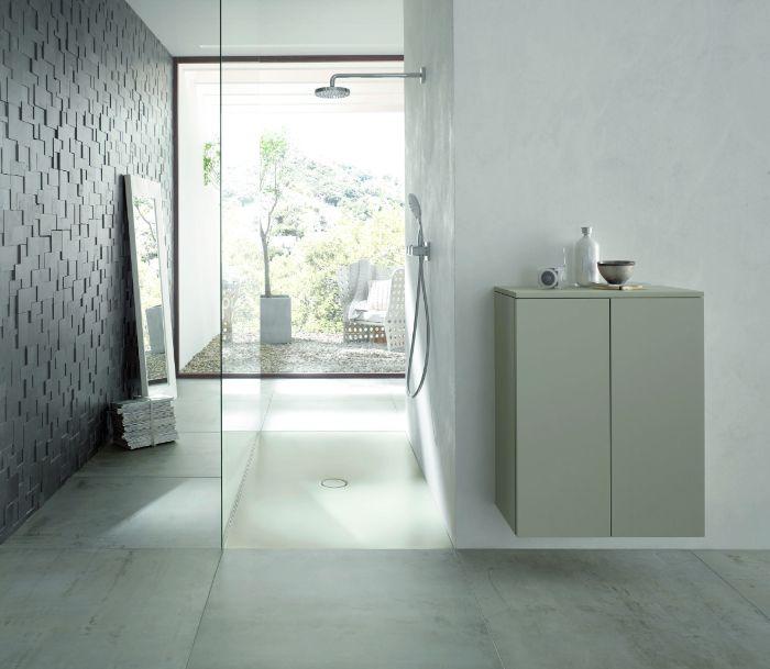 salle de bain gris et blanc avec mur en relief, idee deco salle de bain style minimaliste avec grande douche