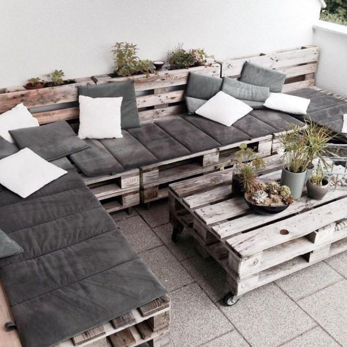 salon de jardin en palette avec table basse palette et canapé palette d angle, mobilier recup a faire soi meme pour décoration de terrasse