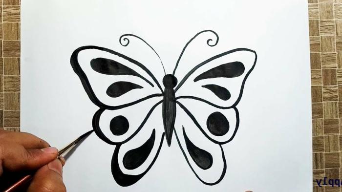 Dessin peinture noire papillon à colorier, dessin à se faire tatouer papillon dessin simple