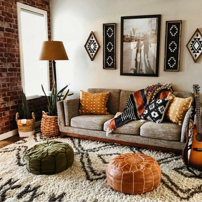 Peinture photo noir et blanc canapé confortable aménagement petit studio, comment bien aménager un petit espace