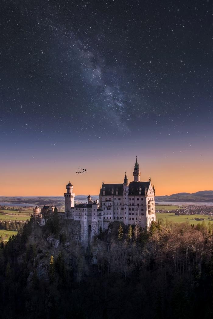 les plus beau fond d écran pour smartphone, idée wallpaper pour téléphone fantaisie avec paysage château et ciel étoilé