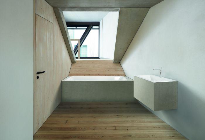 salle de bain blanche et bois pour attirer la lumière, comment aménager une salle de bain sous comble