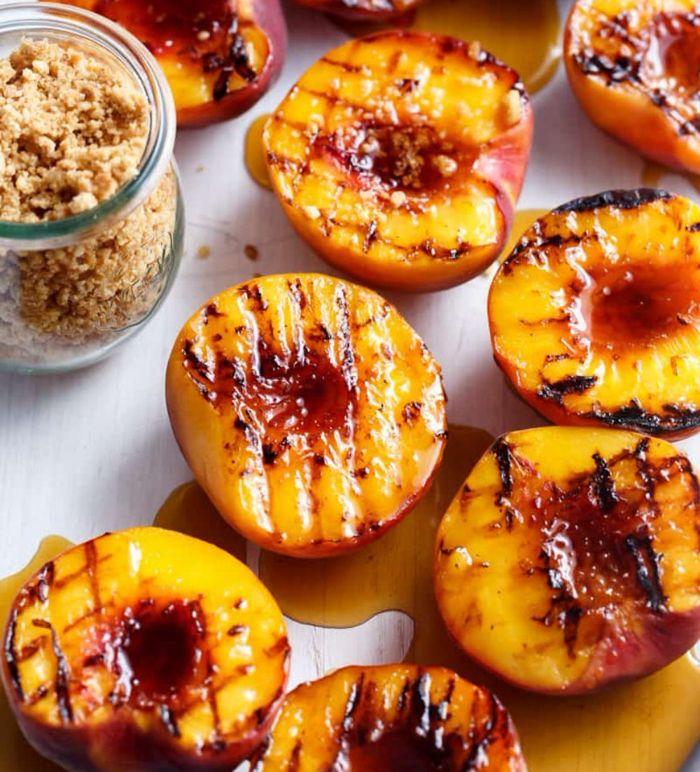 dessert apres raclette leger, pêches au four cuites avec miel ou sirop d erable à saupoudrer de noix