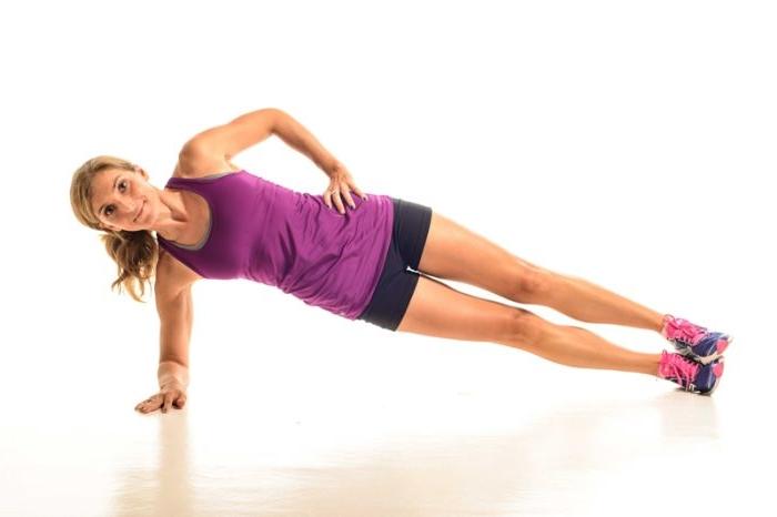 gainage coté ou comment faire la planche latérale sur avant bras, idee faire du sport chez soi, se muscler chez soi