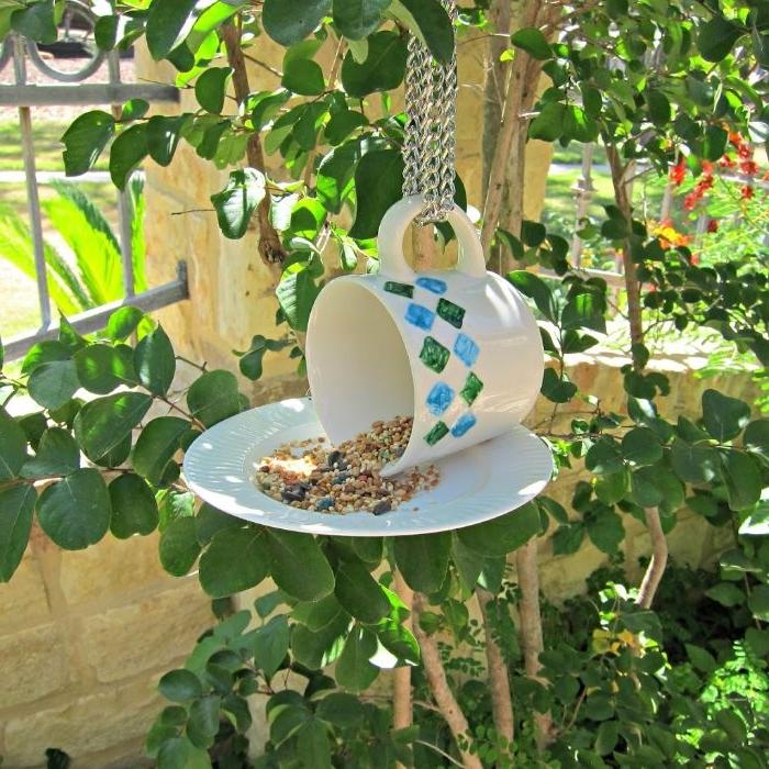 mangeoire oiseaux a faire soi meme eb tasse à thé et assiette comme idee amenagement jardin, deco recup