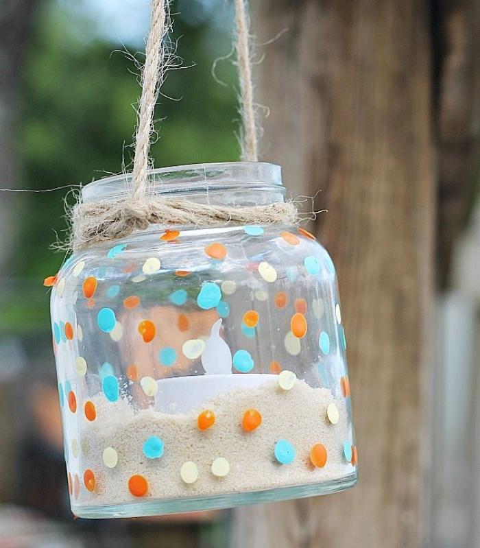 deco recyclage idee deco recip avec pots en verre, lanterne en pot de verre avec sable et bougie