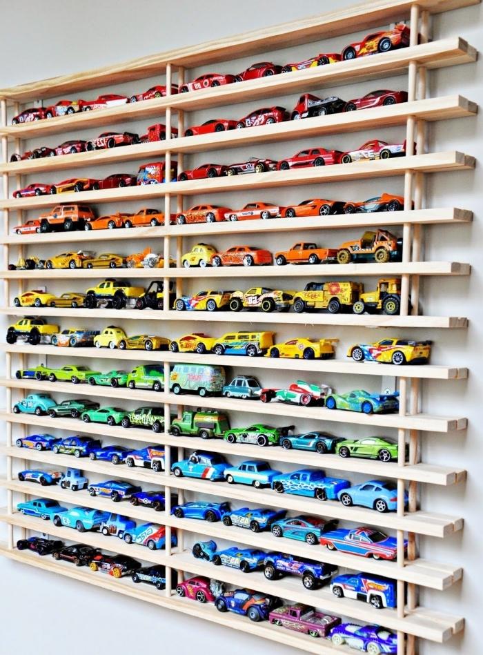 modèle de rangement chambre mural facile à faire avec bois, décoration murale pour chambre d'enfant avec étagère diy