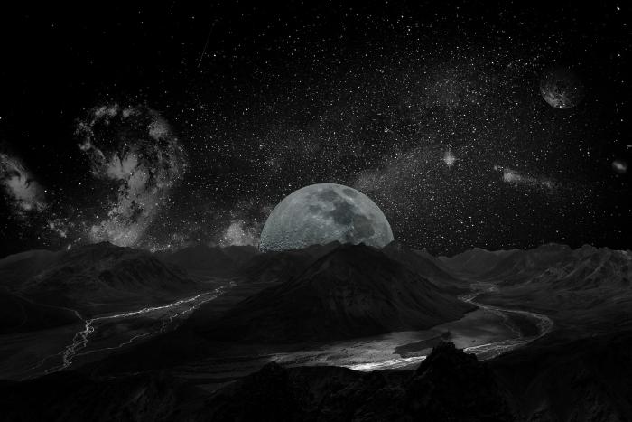 fond ecran espace sombre, image blanc et noir avec pleine lune et ciel étoilé comme wallpaper pour ordinateur original